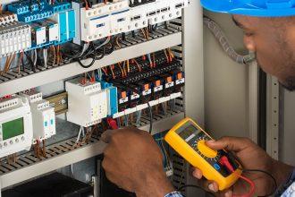 An Emergency Electrician in London